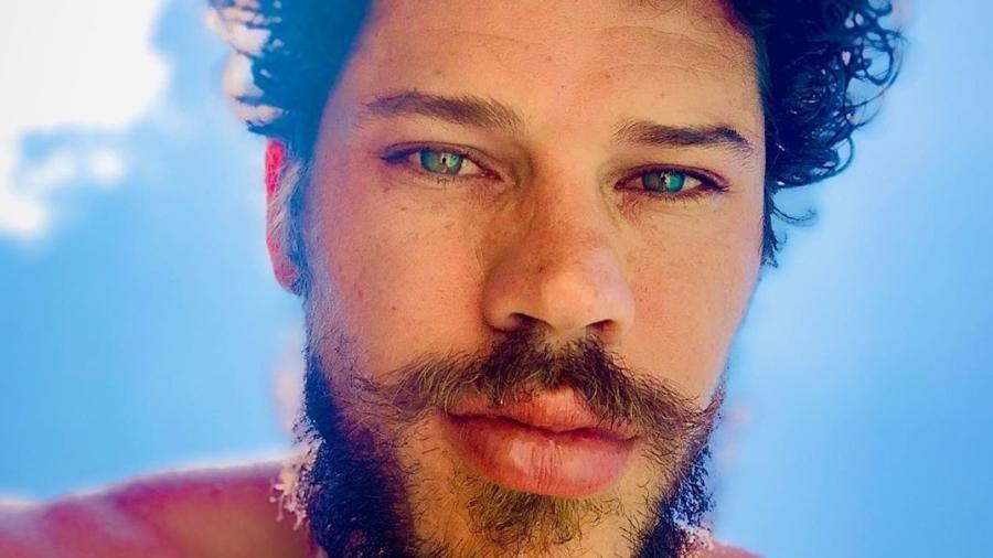José Loreto: deixando barba e cabelo crescerem - Reprodução/ Instagram
