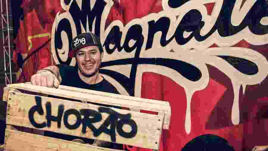 """Chorão, ex-vocalista do Charlie Brown Jr., durante entrevista de divulgação de seu filme """"O Magnata"""", no Hotel Unique, em São Paulo  - Almeida Rocha/Folhapress"""