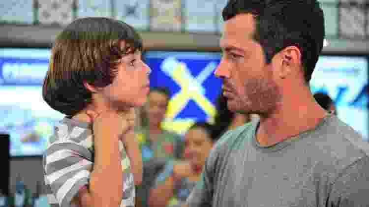Quinzé (Malvino Salvador) e Quinzinho (Gabriel Pelícia) em cena de 'Fina Estampa' - Divulgação/Globo - Divulgação/Globo