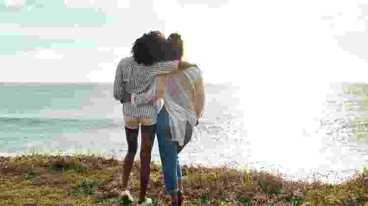 Contar sobre a traição pode tanto acabar com a relação como fortalecer a amizade - iStock - iStock