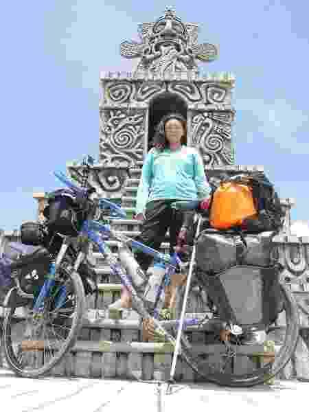 Juliana Hirata e sua bike em Belize - Arquivo pessoal - Arquivo pessoal