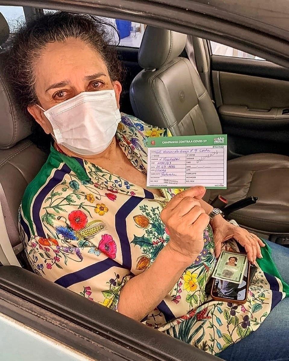 Gal Costa é vacinada contra a covid-19 - Reprodução/Instagram