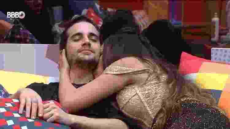 BBB 21: Fiuk ganha um 'cheiro' de Juliette no cangote - Reprodução/Globoplay - Reprodução/Globoplay