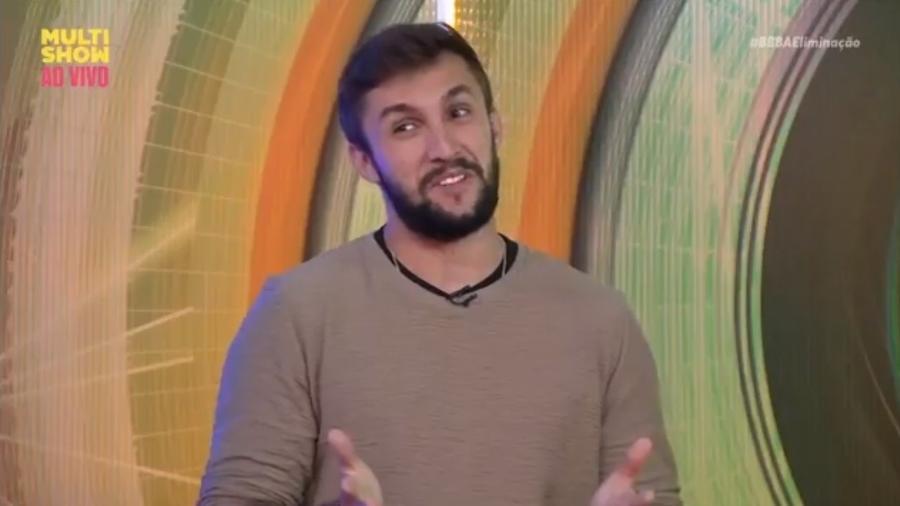 BBB 21: Arthur não revela se conversou ou não com Carla Diaz - Reprodução/ Globoplay