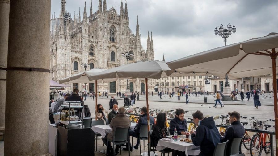 Restaurante no centro de Milão, na itália - Getty Images