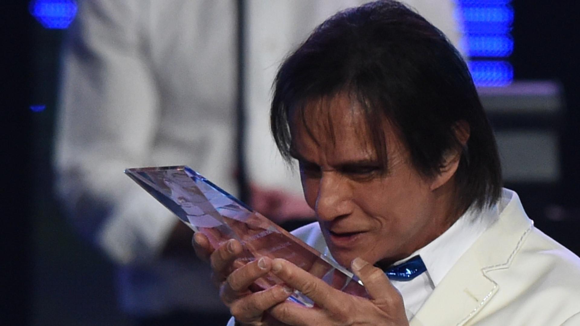 18.nov.2015 - Na noite desta quarta-feira, Roberto Carlos recebeu o prêmio de personalidade do ano de 2015 Grammy Latino de 2015. O cantor e compositor foi homenageado com um show repleto de estrelas e amigos
