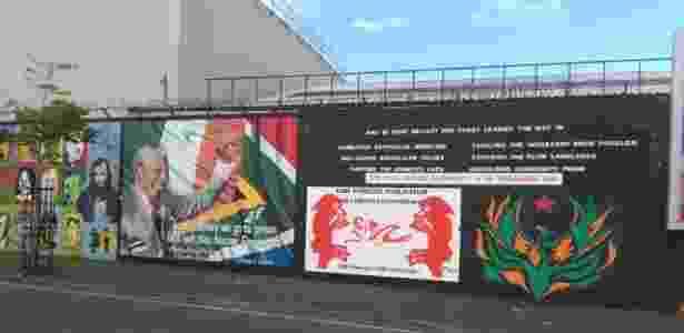 Parte de um dos muros, de 13m de altura, que separam católicos e protestantes  - Amanda Serra/UOL
