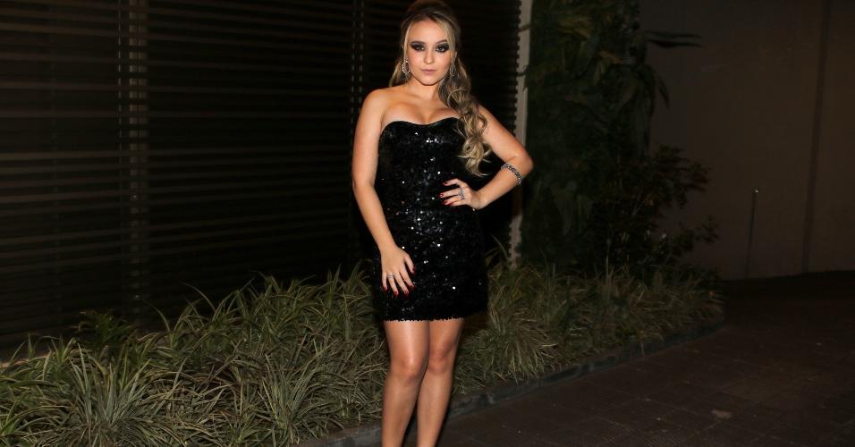 Larissa Manoela usa vestido arrasador na festa de 15 anos da atriz Raissa  Chaddad, a 9d891055be