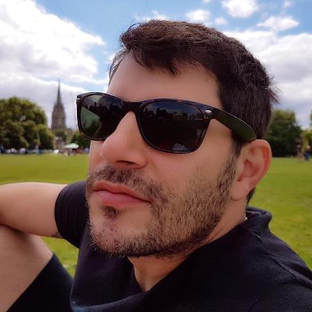 Evaristo Costa adere à barba - Reprodução/Instagram