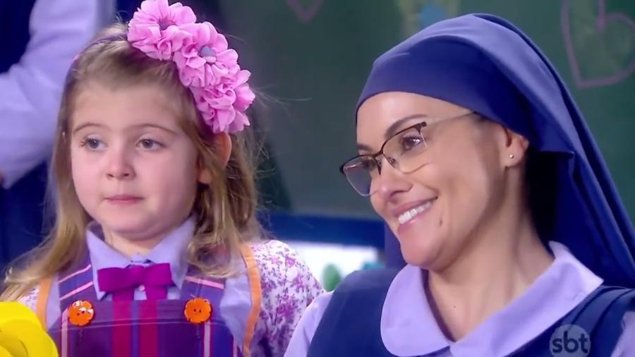 """Dulce Maria (Lorena Queiroz) se despede de Irmã Benê (Renata Bras) em """"Carinha de Anjo"""" - Reprodução/SBT"""