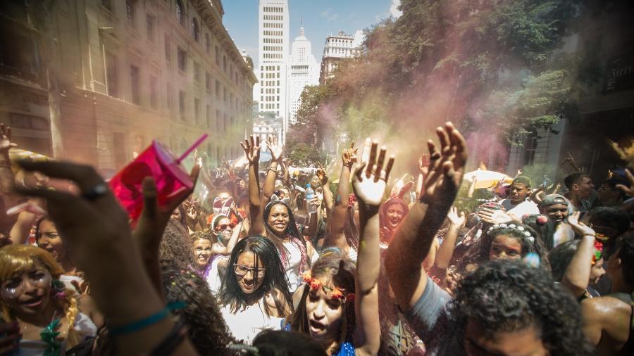 Em São Paulo, jovens se divertem no Bloco das Cores no Centro de São Paulo - André Lucas/UOL