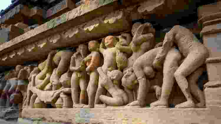 Esculturas em ato sexual exibidas na fachada de um dos templos de Khajuraho - Getty Images/iStockphoto - Getty Images/iStockphoto