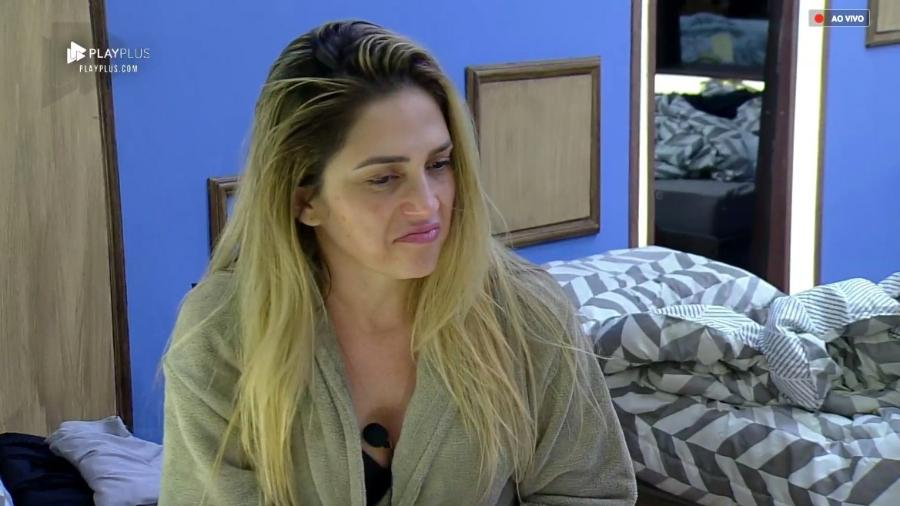 Nadja Pessoa conversa com Rafael Ilha no quarto  - Reprodução/PlayPlus