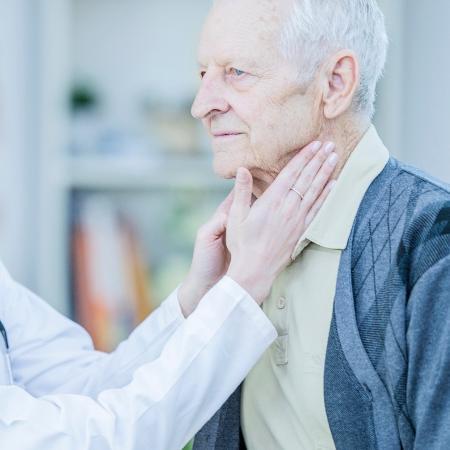 O principal sintoma do linfoma de Hodgkin é o aumento dos gânglios linfáticos no pescoço, axilas, clavículas e virilhas - IStock