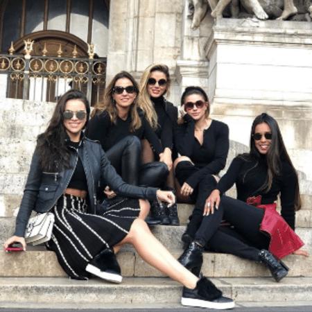 Jaque Ciocci, Luciana Cardoso, Carol Marielle, Renata Longaray e Tatiana Scarletti em Paris, na França - Reprodução/Instagram