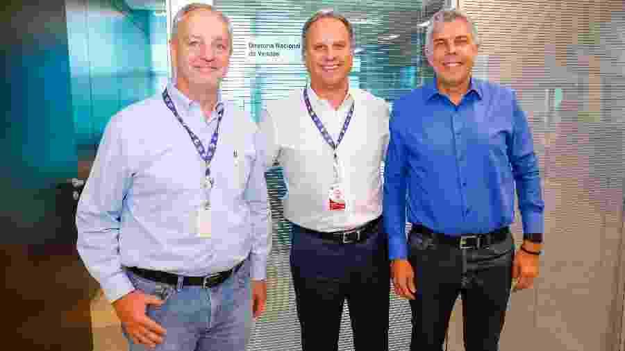 José Roberto Maciel, CEO do SBT, entre Marcelo Parada e Fred Müller - Gabriel Cardoso/SBT