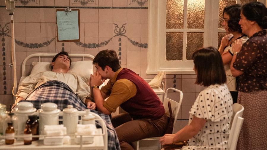 Zeca e Olga explicam a morte de Carlos para Tavinho - Globo/Victor Pollak