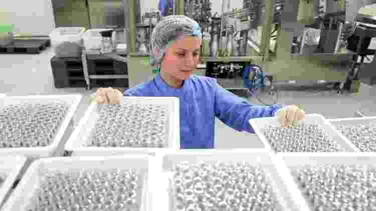 A vacina teria que se produzida para milhões de pessoas - Getty Images - Getty Images