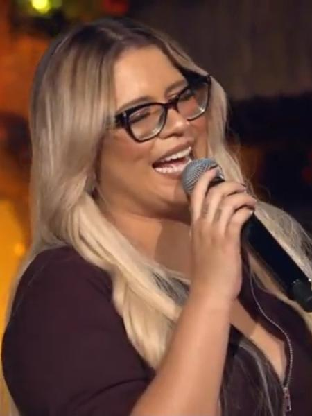 Marília Mendonça sugeriu, em tom de deboche, que um de seus músicos teria ficado com uma mulher trans - Reprodução/YouTube