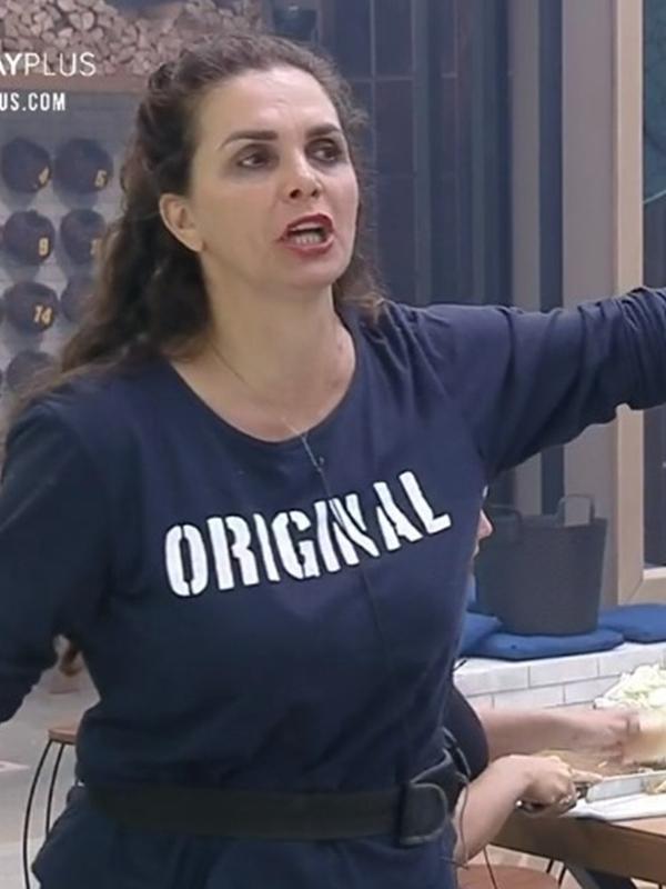 A Fazenda 2020: Luiza Ambiel briga com Jake Oliveira durante preparação do almoço
