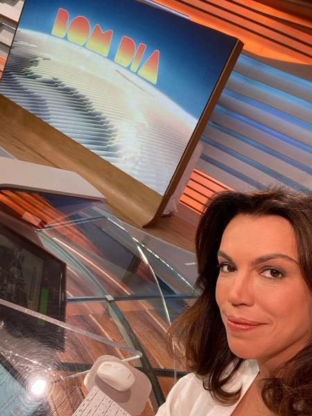 """Ana Paula Araújo na bancada do """"Bom Dia Brasil"""" - Reprodução/Instagram"""