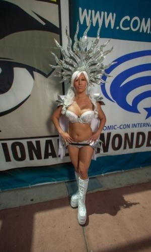 12.jul.2015 - Visitiante da Comic-Con usa esplendor e biquíni durante o último dia da feira em San Diego, Califórnia