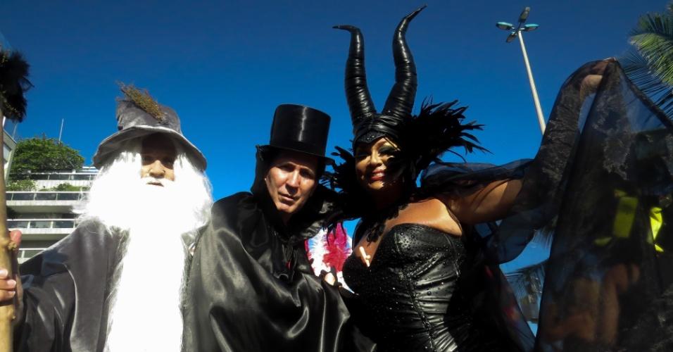 9.fev.2016 - Banda de Ipanema faz último desfile de 2016 com Malévola, Gandalf e outros personagens do cinema