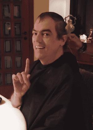 16.mai.2016 - O cabeleireiro Marco Antônio de Biaggi corta o cabelo pela primeira vez após quimioterapia - Reprodução/Instagram/mbiaggi