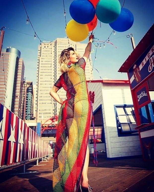 21.out.2016- Giovanna Ewbank compartilha sua rotina de trabalho nos Estados Unidos com os seus seguidores no Instagram. Depois de alguns dias em Miami, ela faz campanha de uma grande marca de roupas em Nova York. Nesta sexta-feira (21), a atriz publicou um dos cliques com um figurino transparente e sensual.