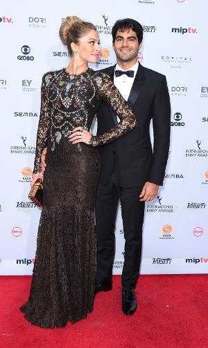 21.nov.2016 - Grazi Massafera chega para o Emmy Internacional acompanhada do namorado, Patrick Bulus. Essa é a primeira aparição pública do casal