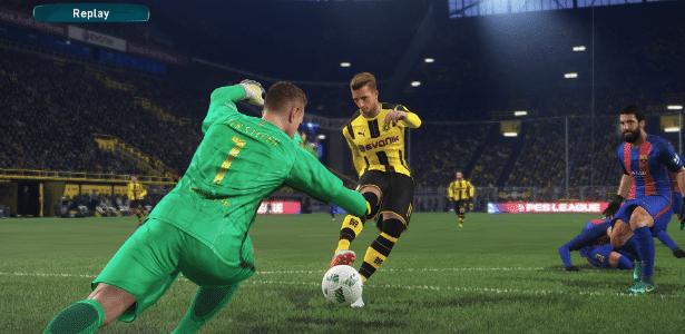 """Até mesmo o game de futebol """"PES 2017"""" entrou na onda e possui uma versão gratuita para ser jogada"""