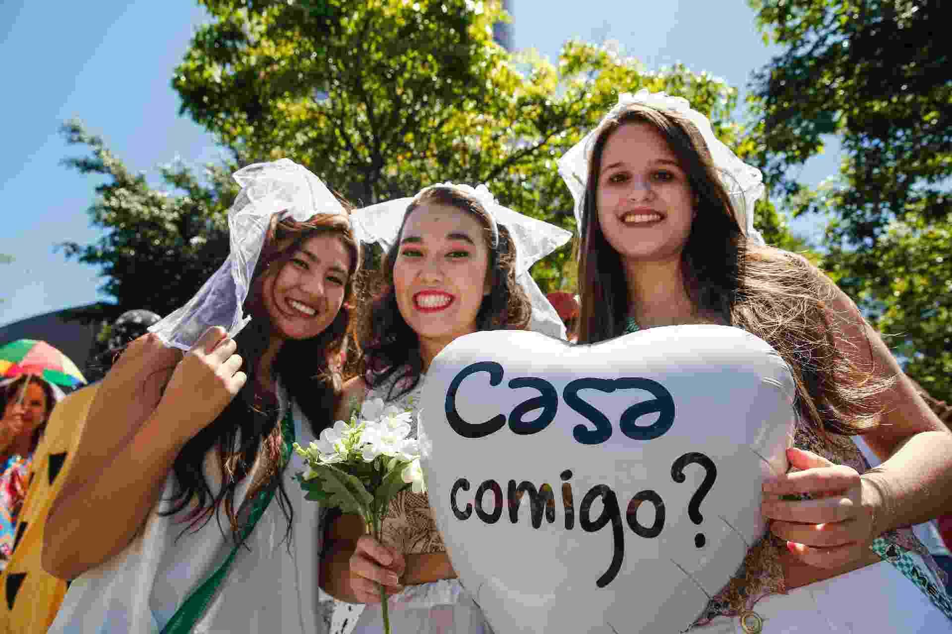Movimentação de foliões no Bloco Casa Comigo, na Avenida Faria Lima, em São Paulo, neste sábado - Leco Viana/Futura Press/Estadão Conteúdo