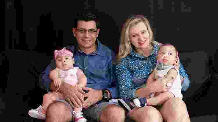 Gledson, sua segunda esposa, Sueli, com os gêmeos Maria Luiza e Samuel - Acervo Pessoal - Acervo Pessoal