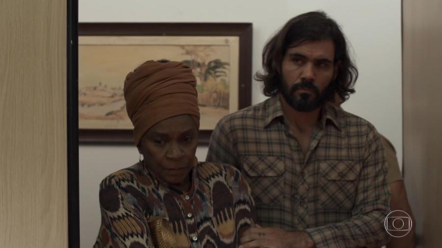 """Após tesourada, Mariano """"ressuscita"""" e aparece em julgamento de Sophia  - Reprodução/TV Globo"""