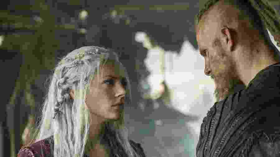 """Lagertha (Katheryn Winnick)  e Bjorn (Alexander Ludwig) aparecem em cena do 11º episódio da 5ª temporada de """"Vikings"""" - Divulgação"""