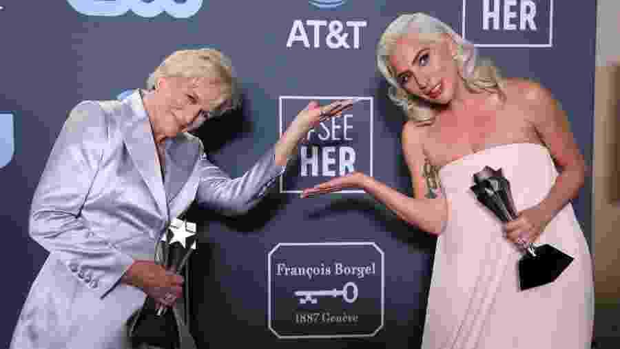 """Lady Gaga e Glenn Close com o prêmio empatado de melhor atriz do Critics"""" Choice Awards - REUTERS/Danny Moloshok"""