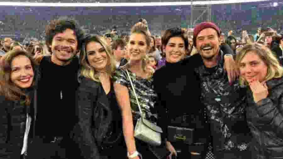 """Atores que fizeram parte da série """"Sandy & Junior"""" se reencontraram no show da dupla em São Paulo - Reprodução/instagram"""