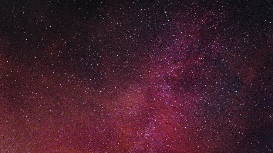 Céu de novembro: abalos de poder e comunicação - Octavian Rosca