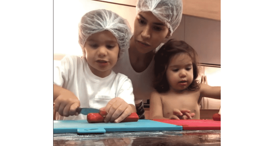 """Adriana Sant""""Anna com os filhos - Reprodução/Instagram"""