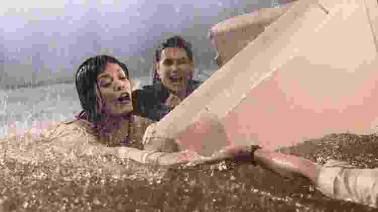 Kyra (Vitoria Strada) e Alexia (Deborah Secco) no furacão de Salve-se Quem Puder - Divulgação/ Globo/João Miguel Júnior - Divulgação/ Globo/João Miguel Júnior