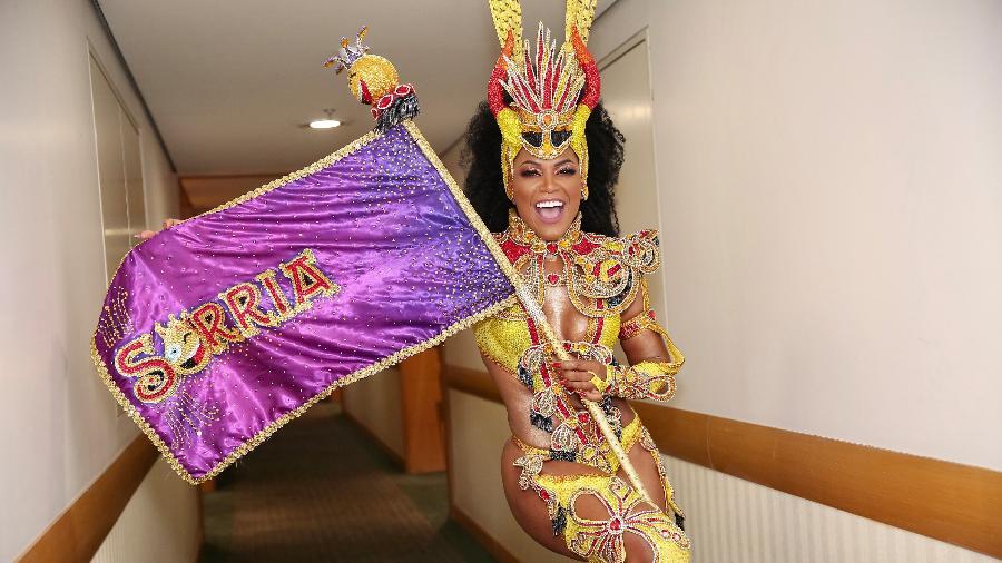 Carnaval: Simone Sampaio, em seu último ano como rainha da bateria da Dragões da Real - Iwi Onodera/UOL