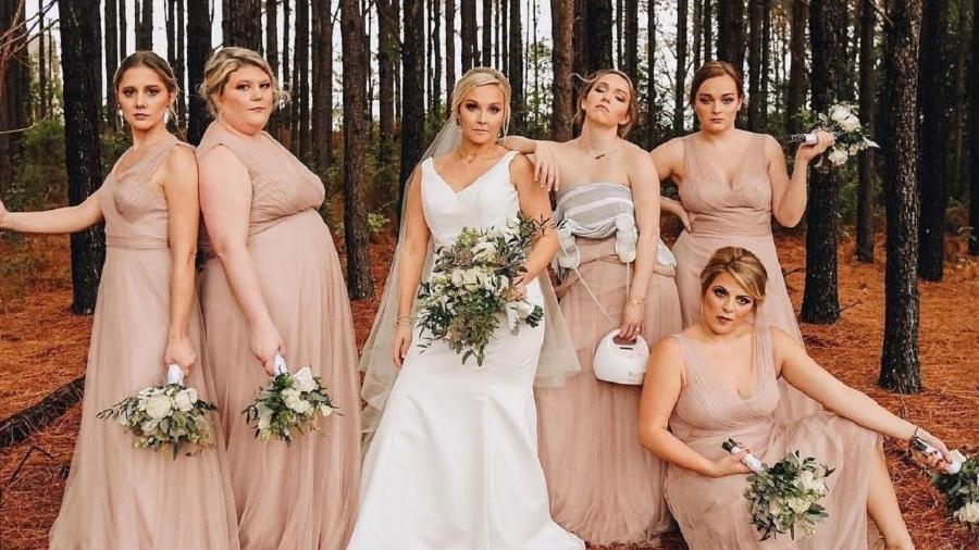 A americana Allison Hepler foi registrada bombeando leite materno junto às madrinhas de casamento - Reprodução/Facebook