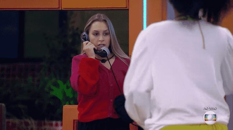 BBB 21: Carla Diaz atende o big fone - Reprodução/TV Globo - Reprodução/TV Globo