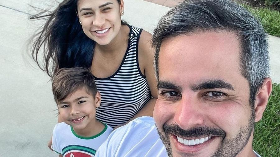 Simone Mendes e Kaká Diniz ao lado do filho Henry - Reprodução/Instagram @kakadiniz1