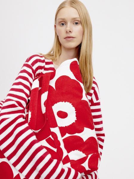 Jaqueta e bolsa da Marimekko feitas com fibra de polpa de madeira - Diulgação