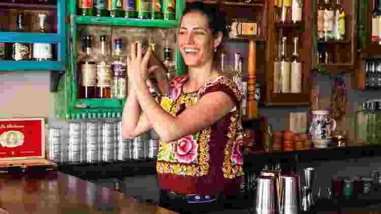 Ivy em seu bar Leyenda, em Nova York - Reprodução - Reprodução