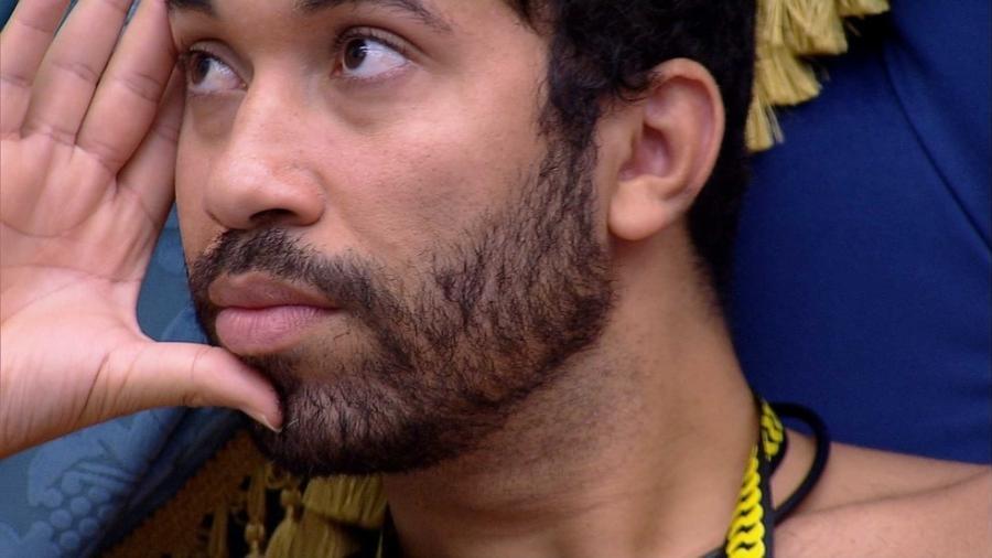 BBB 21: Gilberto faz análises no quarto do líder - Reprodução/Globoplay