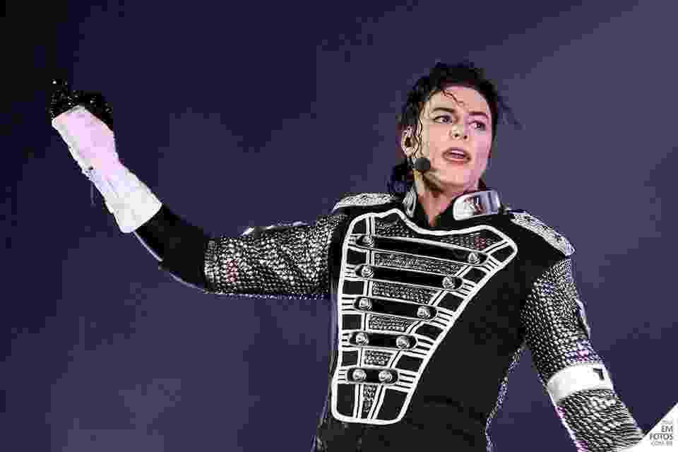 """Rodrigo Teaser canta e dança músicas como """"Billie Jean"""" e """"Thriller"""" em """"Tributo ao Rei do Pop"""" - Eduardo Moraes"""