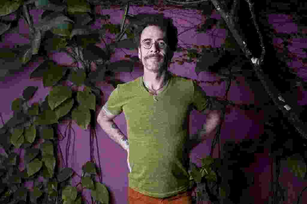 O cantor Nando Reis posa para foto em sua casa, no bairro do Pacaembu, em São Paulo - Lucas Lima/UOL