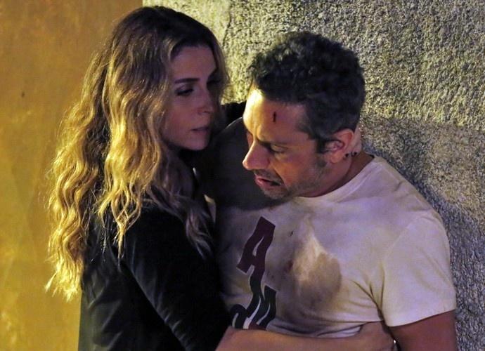 Atena se arrepende de entregar Romero à facção e o salva